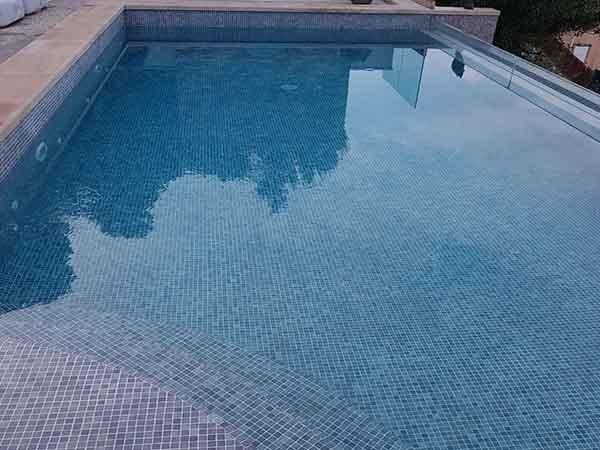Poolpflege und Poolwartung